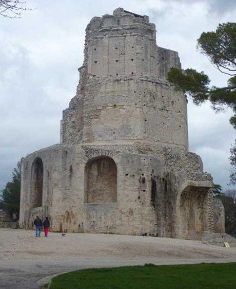 """Der """"Tour Magne"""" in Nîmes"""