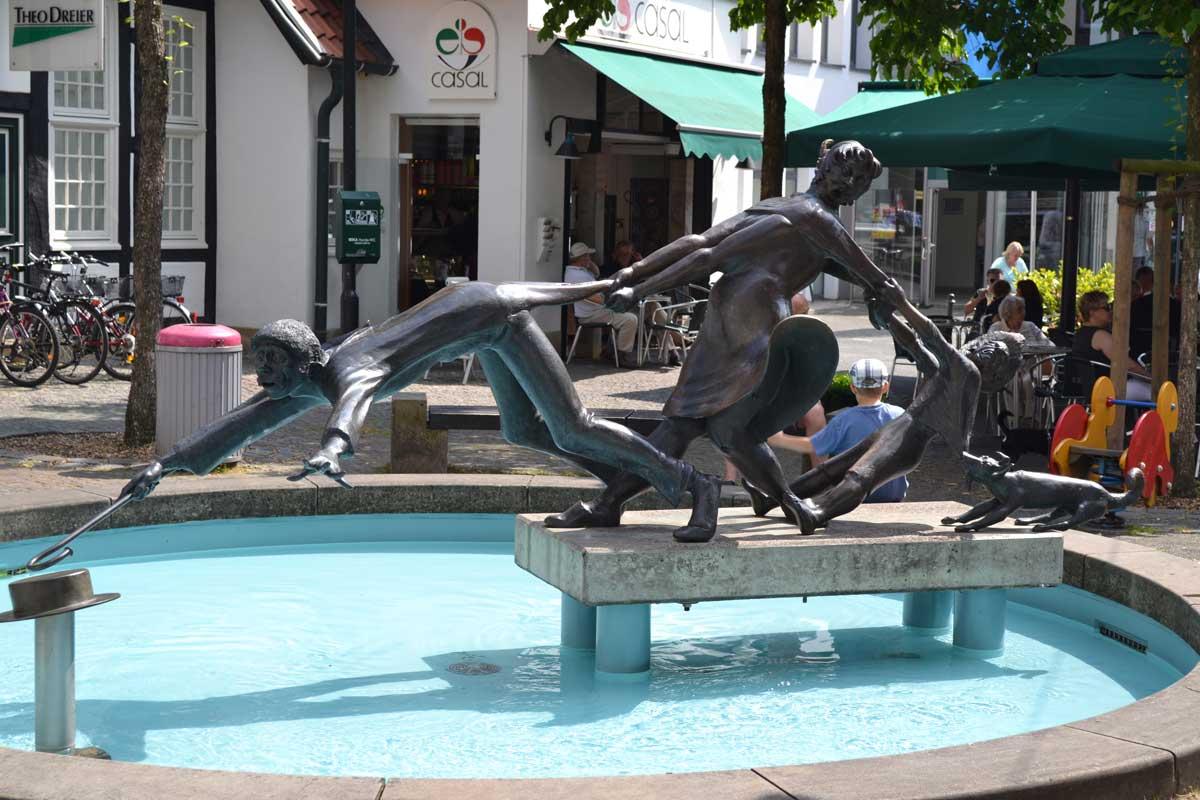 Witzige Skulptur in der Altstadt