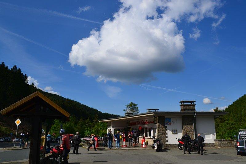 Die Wolke über dem Kiosk an der Okertalsperre