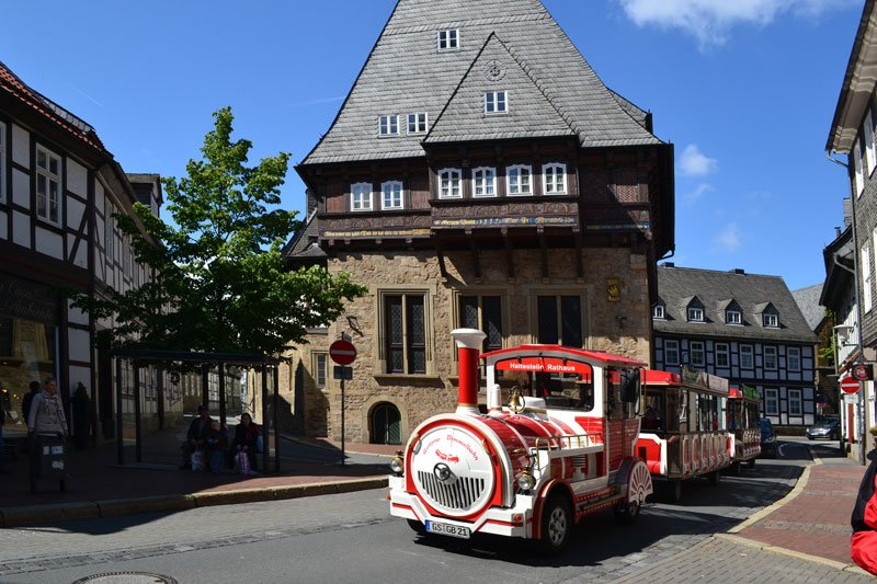 Bimmelbahn vor dem Gildehaus