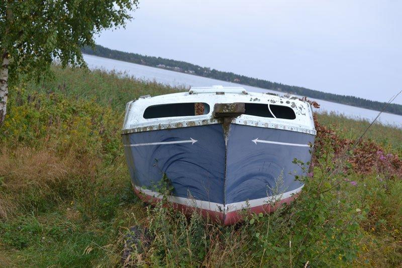 Verlassenes Boot vor unserem Wohnmobil