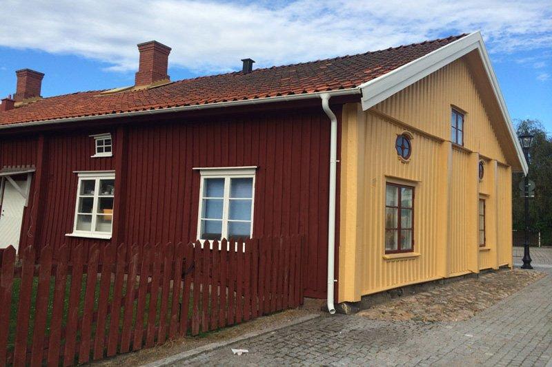Das zweifarbige, älteste Haus in Vänersborg