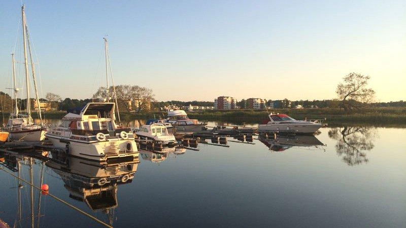 Hafenbecken Mariestad bei kompletter Windstille