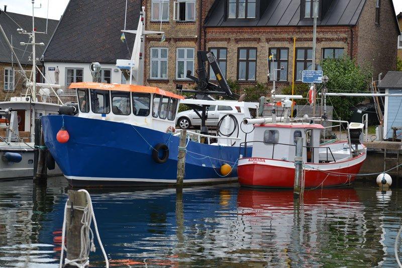 Bunte Hafen-Szene