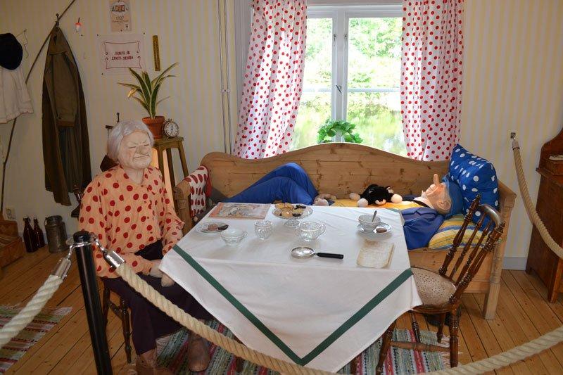 Kartoonfigur Kronbloms mit Frau Malin in der Küche