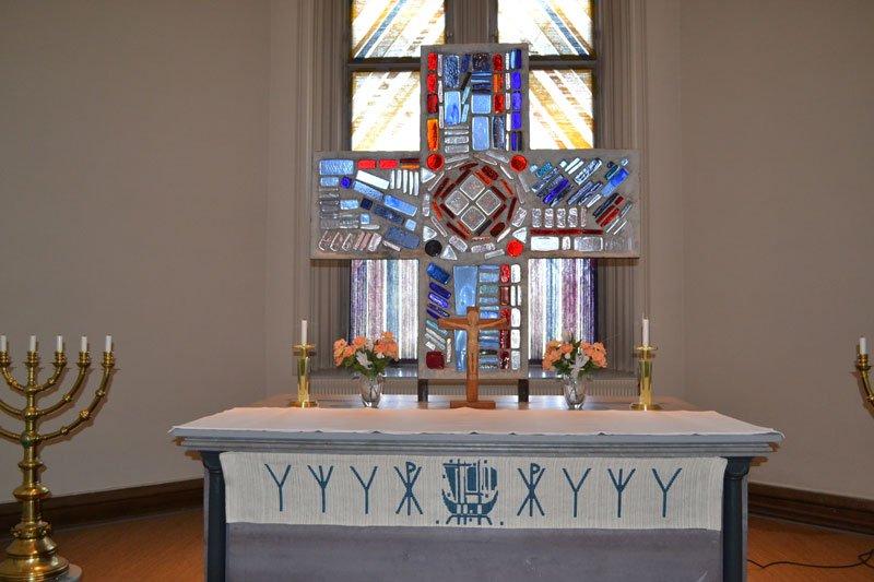 Sehr schönes Altarkreuz aus Kristall in der Festungskirche
