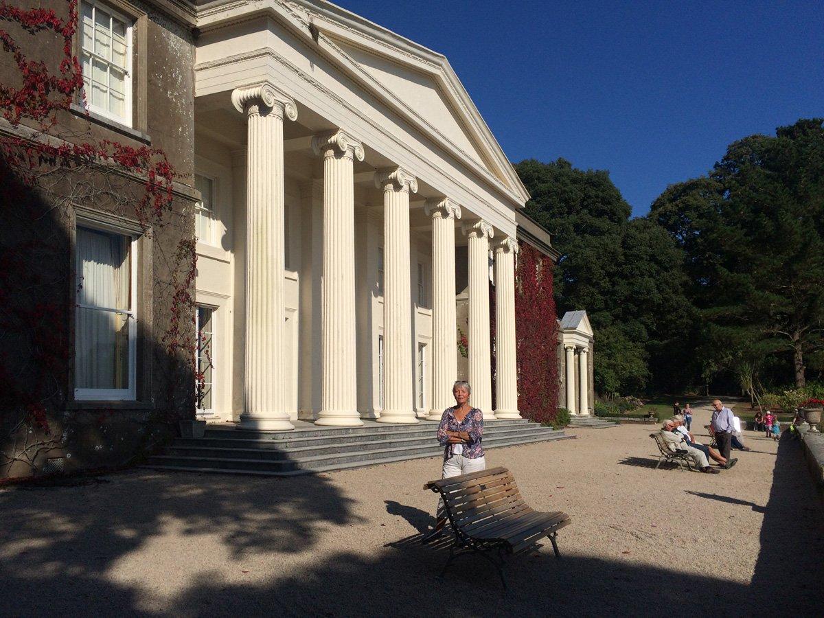 Der prachtvolle Säuleneingang des Herrenhauses