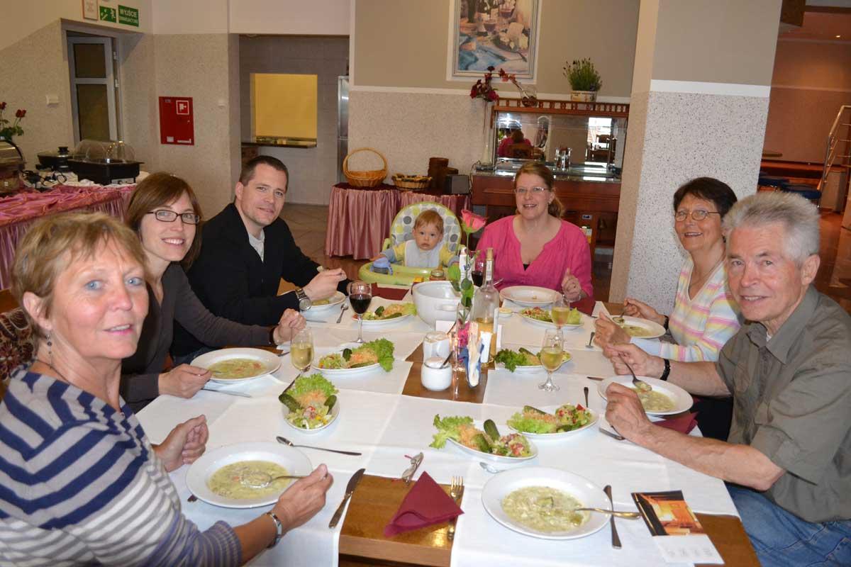 Abendessen mit Familie im Hotel Eva