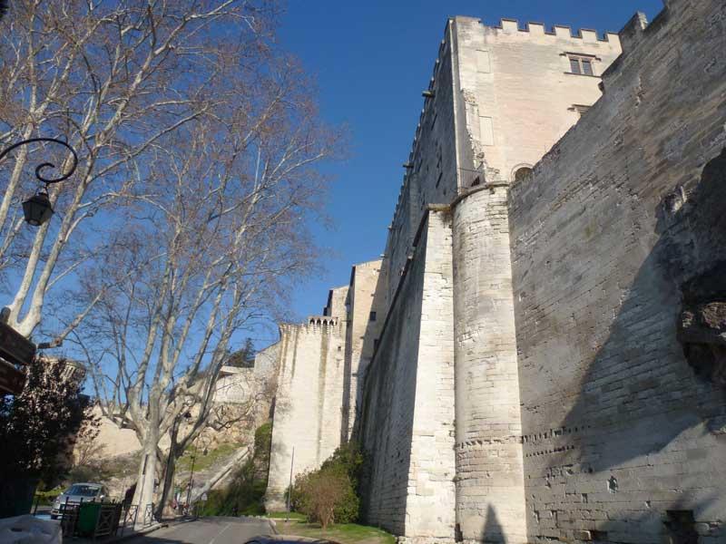 Aussenmauer des Papstpalastes