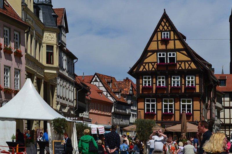 Buntes Treiben in der Altstadt
