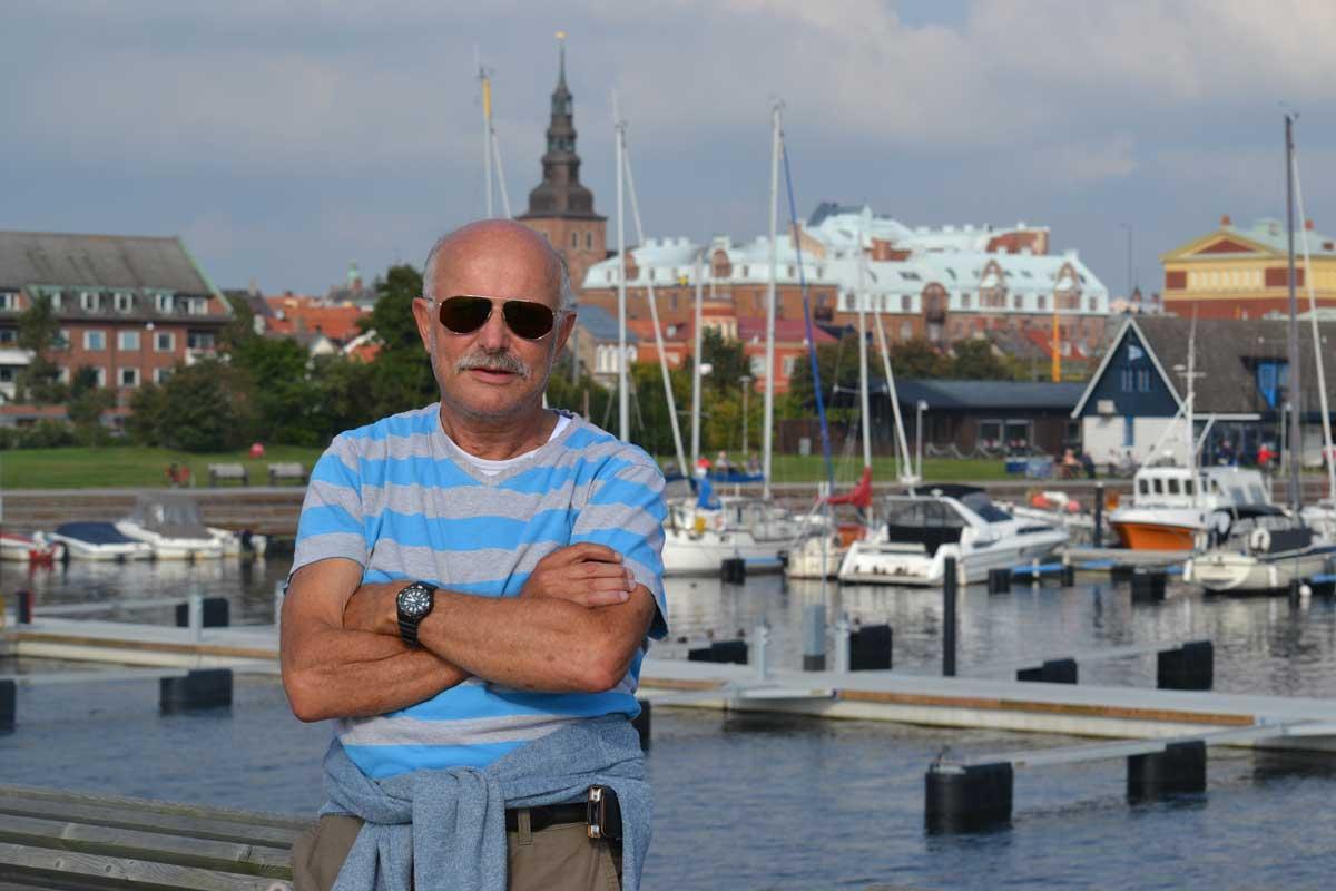 Frederick vor Ystad Kulisse