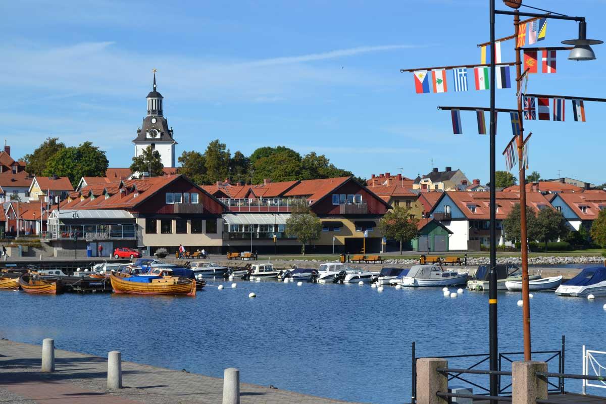 Die Stadt Västervik und der innere Hafen