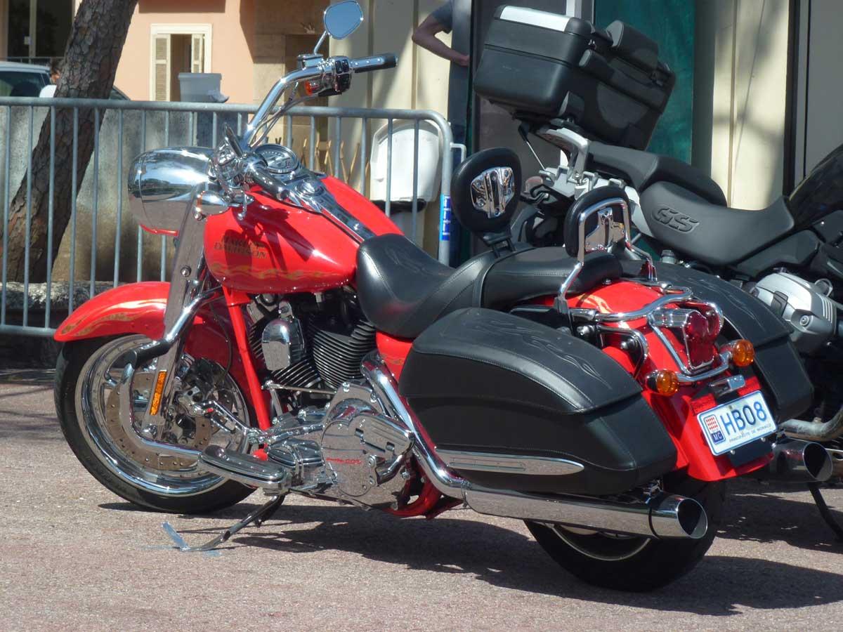 Harley mit Monte Carlo-Kennzeichen