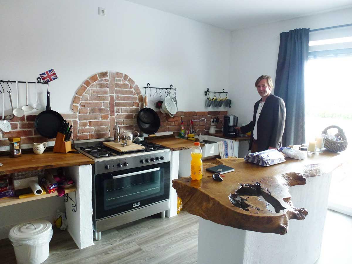 Heiko in seiner originellen Küche