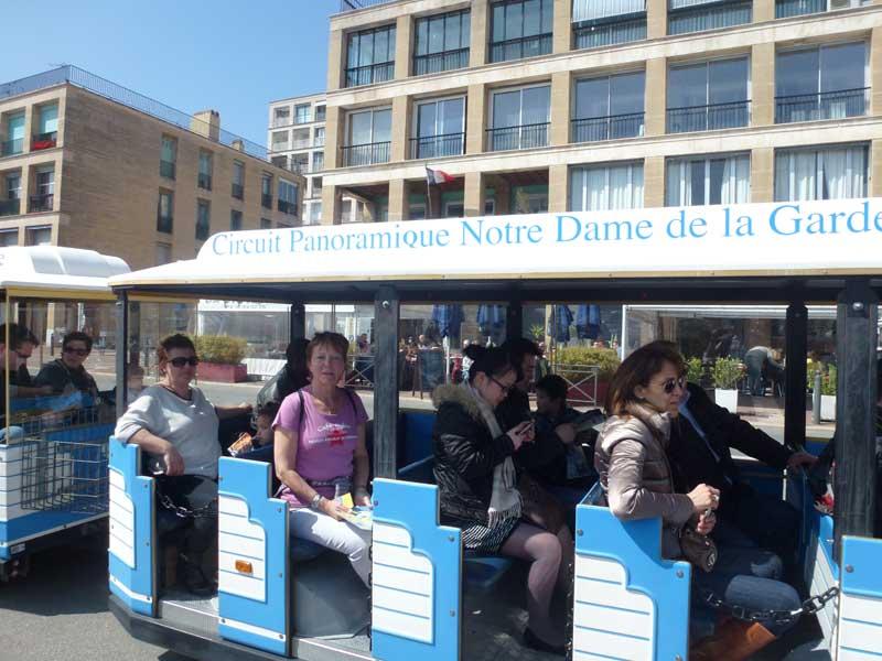 Bereit zur Stadtrundfahrt in Marseille