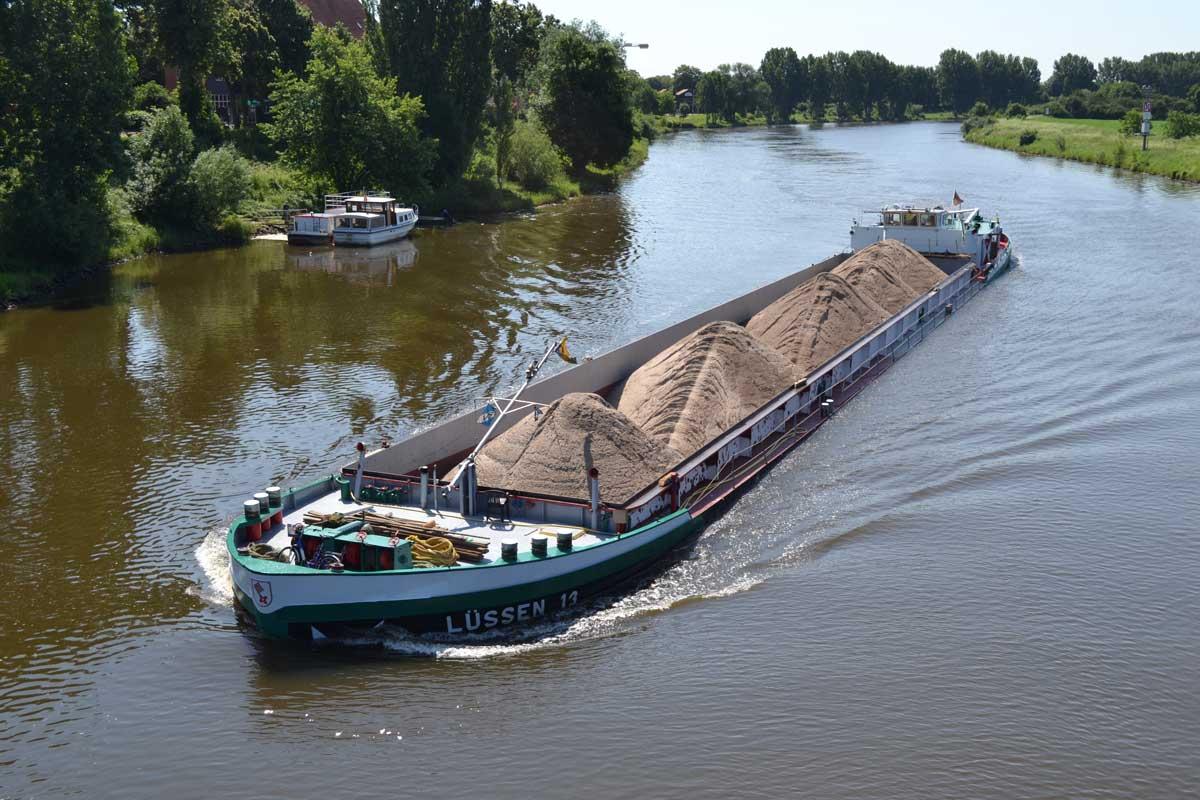 Frachtverkehr auf der Weser