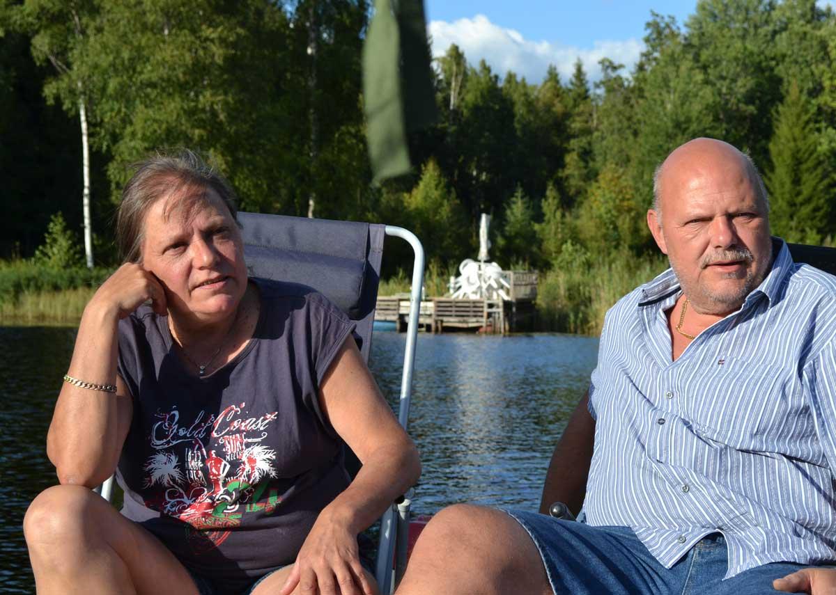Maragrete und Rudolf auf dem Ponton auf dem See