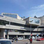 Die hypermoderne Fassade des Bahnhofsgebäudes von Sanremo (alles andere war unterirdisch)