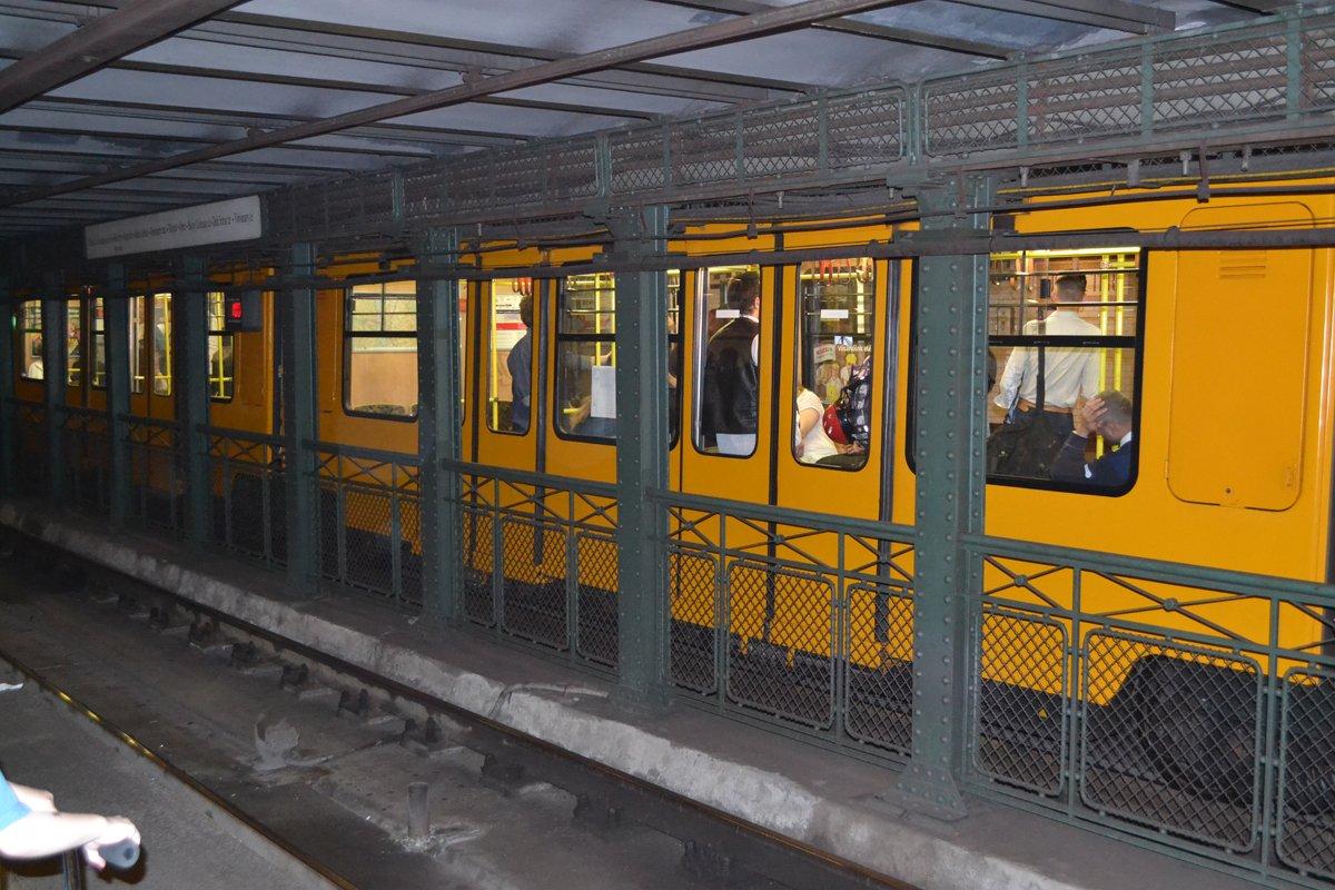 Einer der Züge der Metro Linie 1