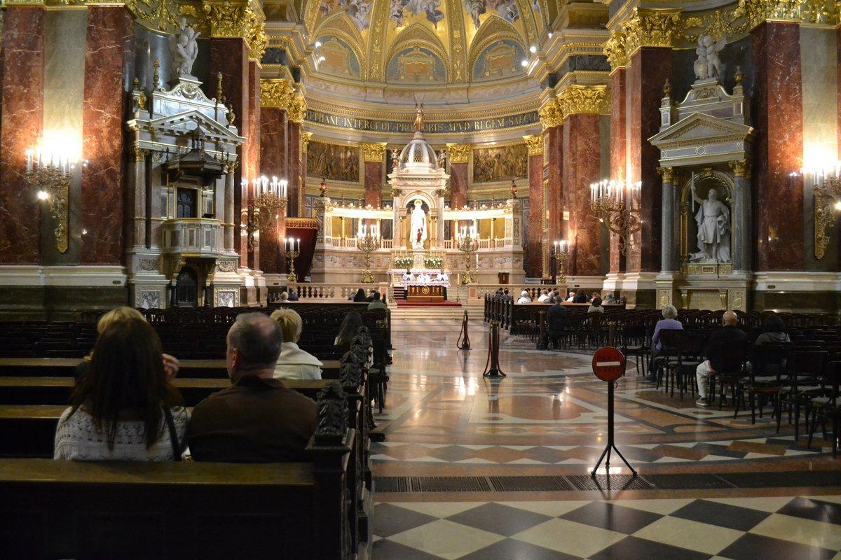 Gottesdienst in der St Istvan Basilika