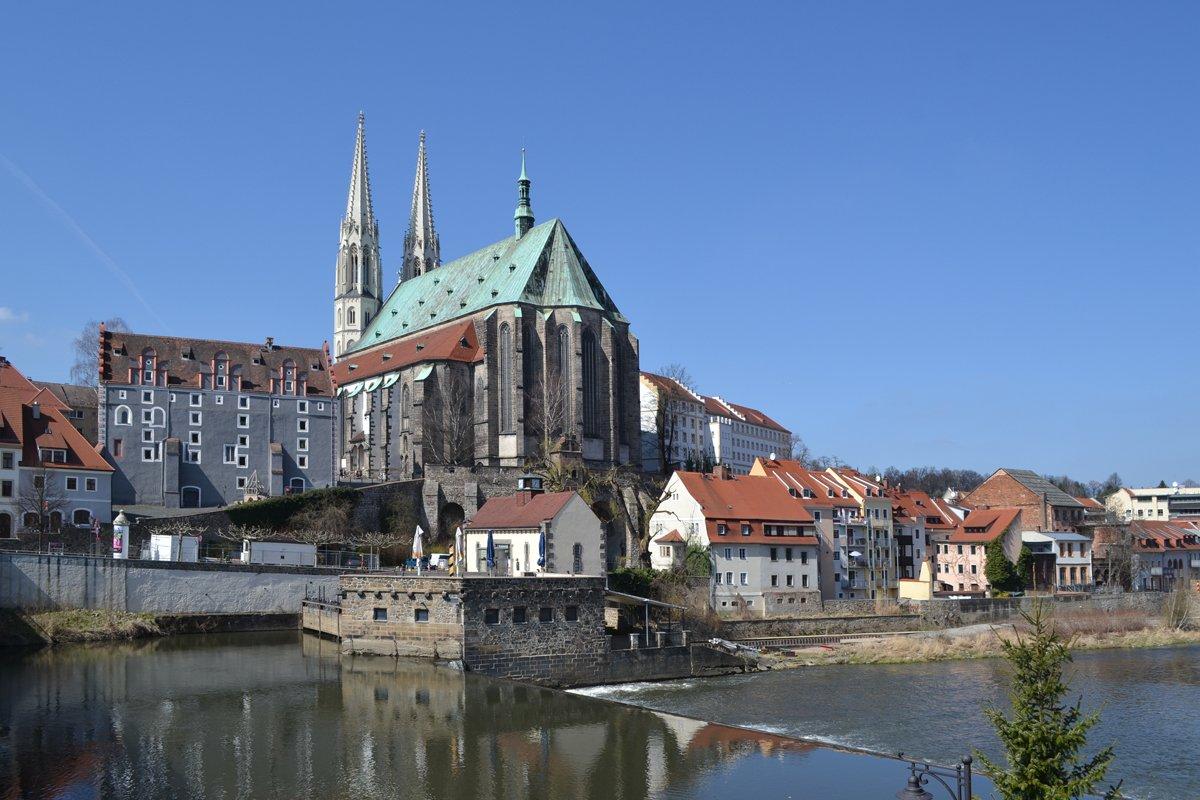 Peterkirche am Ufer der Neisse