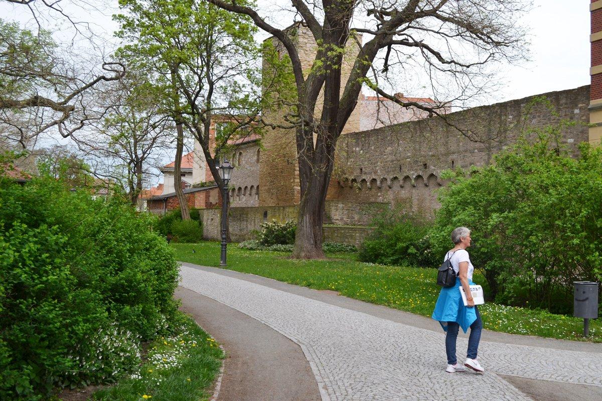 Noch intakter Teil der Stadtmauer