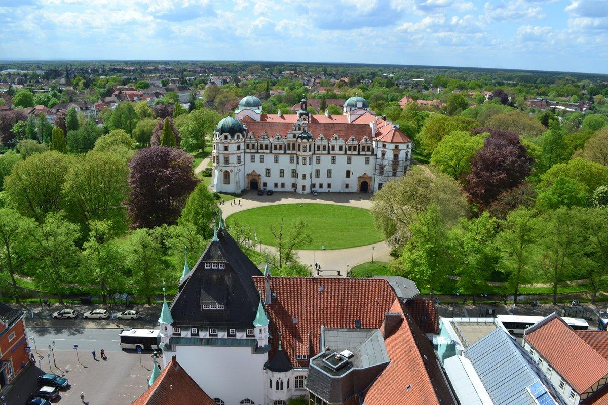 Schloss vom Turm der Stadtkirche fotografiert