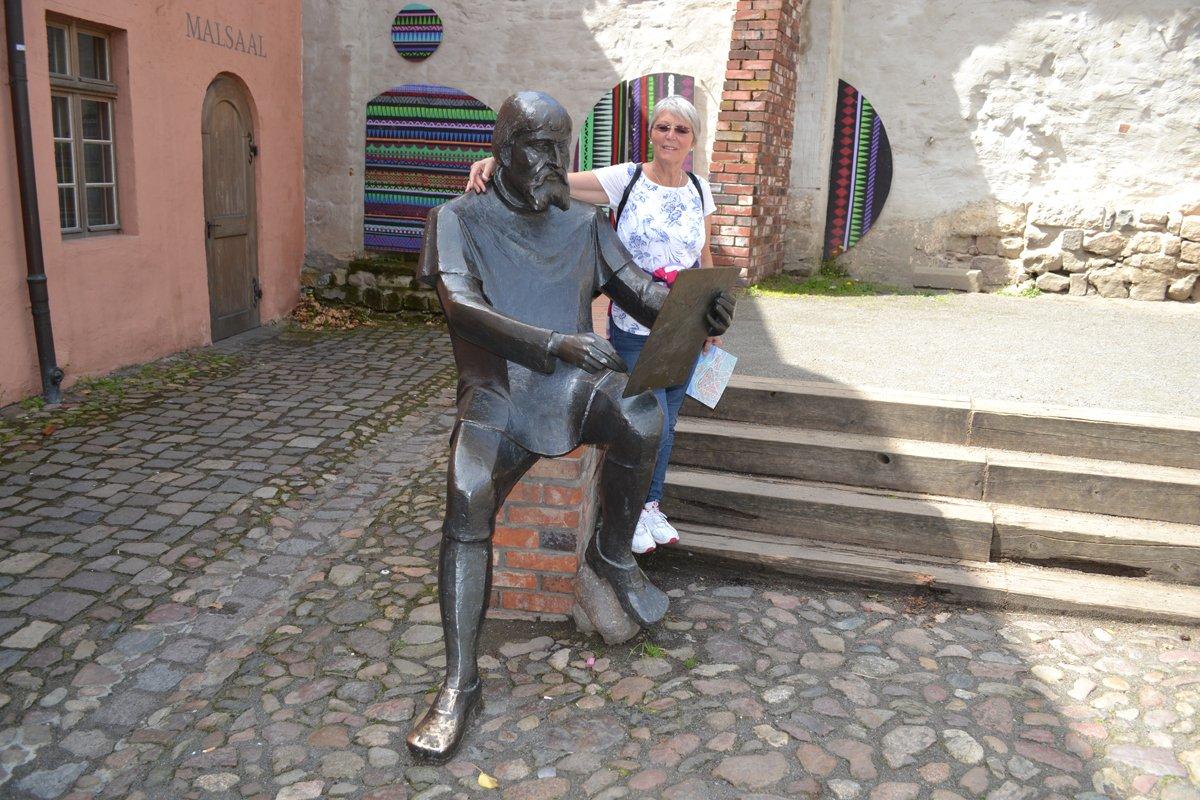 Statue von Lucas Cranach dem Älteren im Innenhof