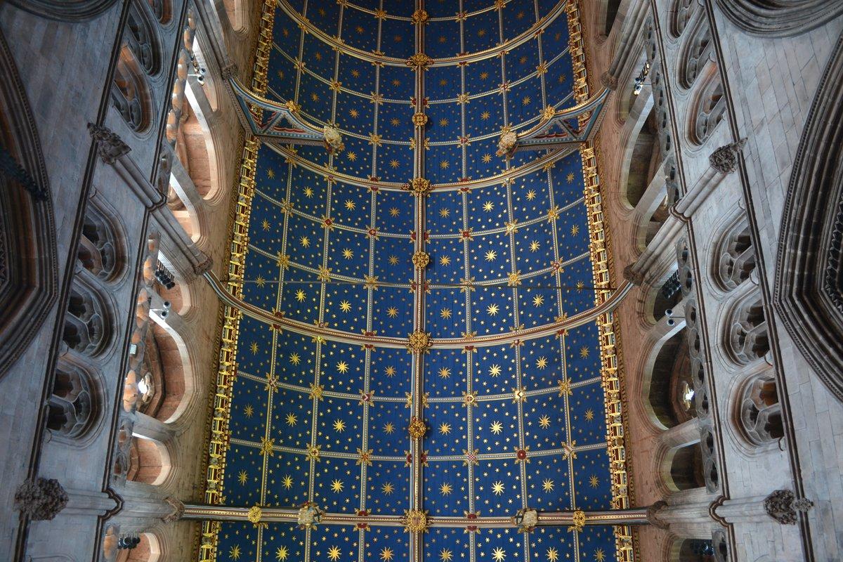 Die prachtvoll dekorierte Decke der Kathedrale