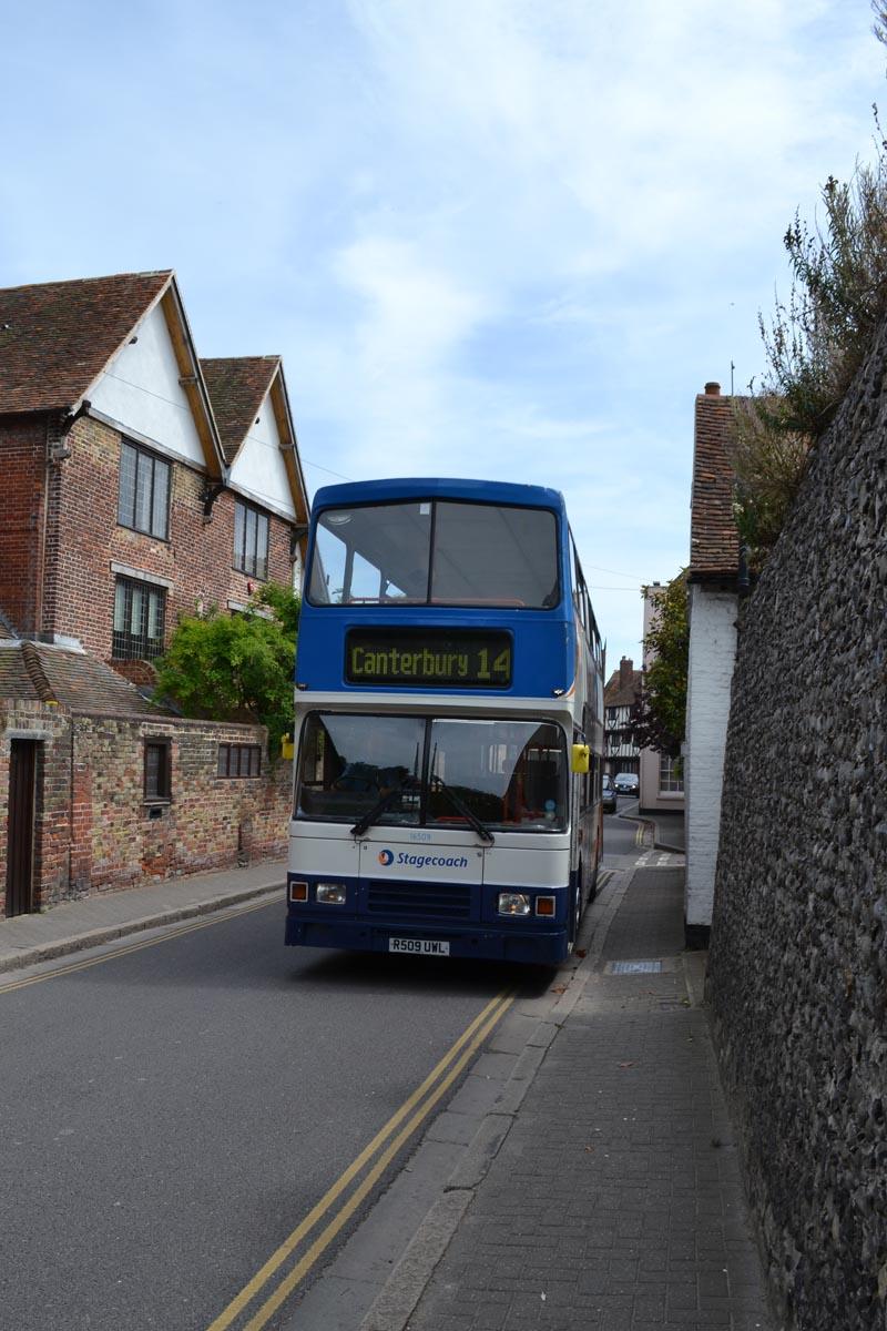 Nicht viel Platz für Doppeldecker Busse