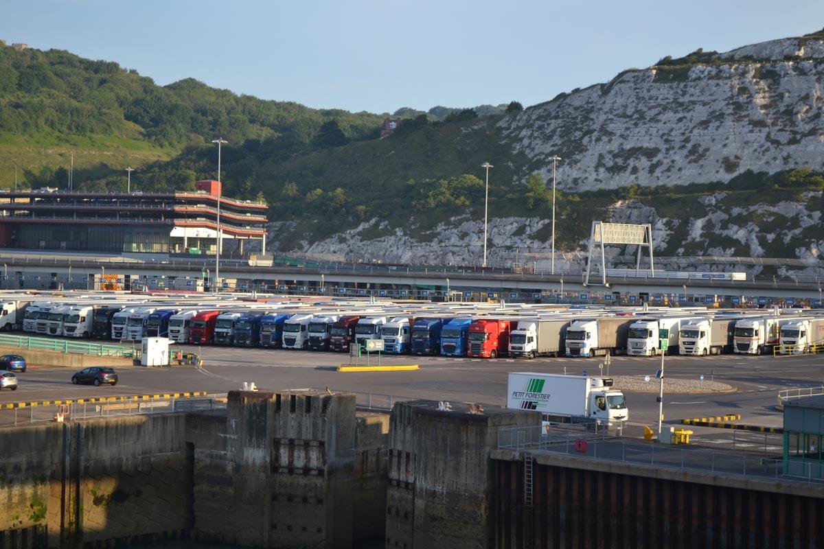 Wartende LKWs in Dover