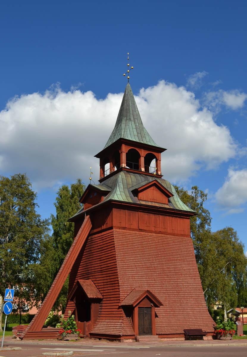 Der für Dalarna typische Glockenturm