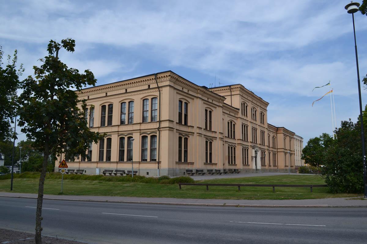 Eines der vielen Universitätsgebäude