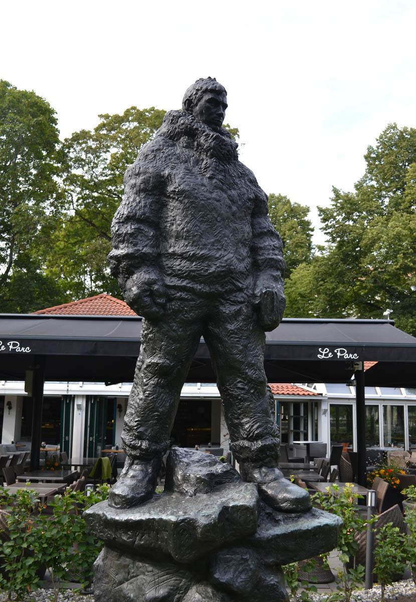 Statue des Polarforschers Finn Malmgren
