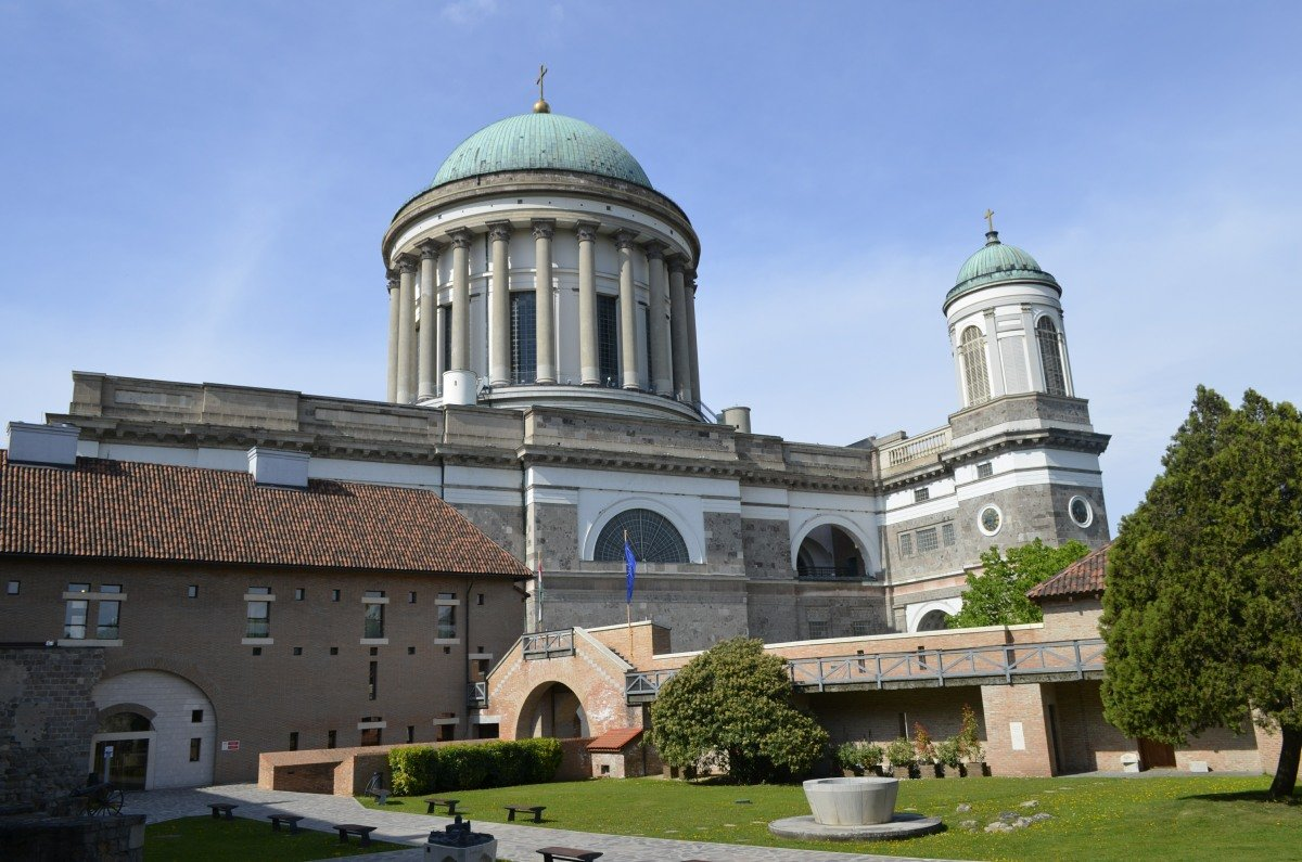 Basilika vom Schloss aus gesehen