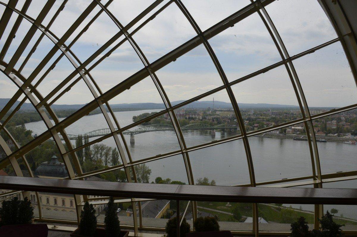 Donaubrücke zur Slowakei vom Kuppelcafe