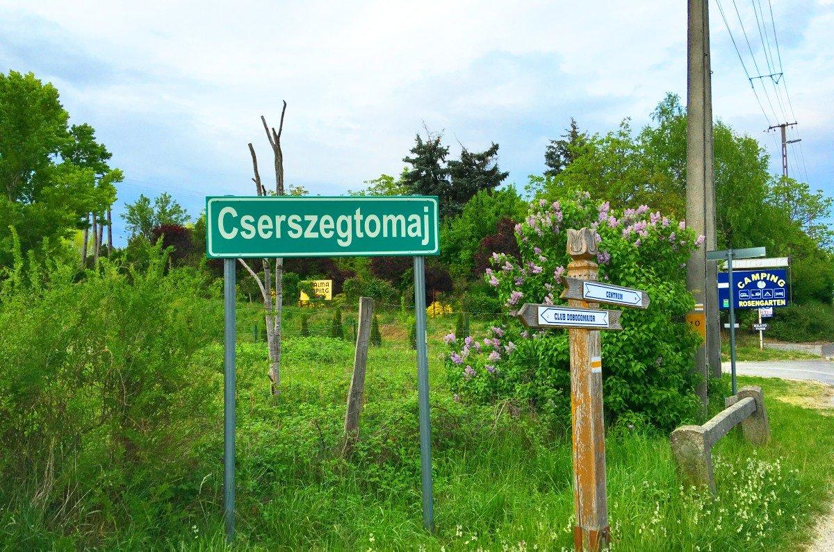 Einfahrt zum Campingplatz Rosengarten