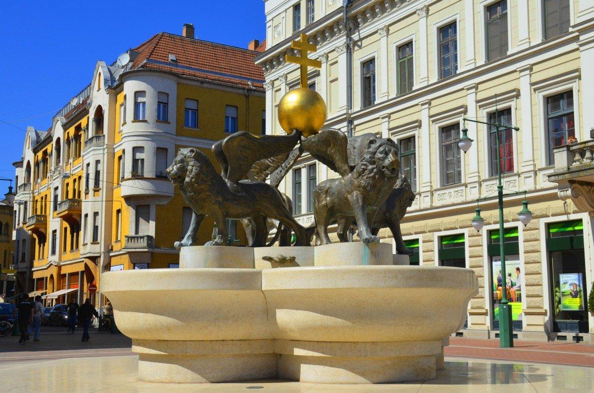 Löwen mit Flügeln auf dem Klauzalplatz