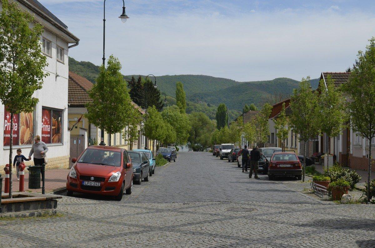 Strasse vom Bahnhof Nagymaros zur Visegrád Fähre