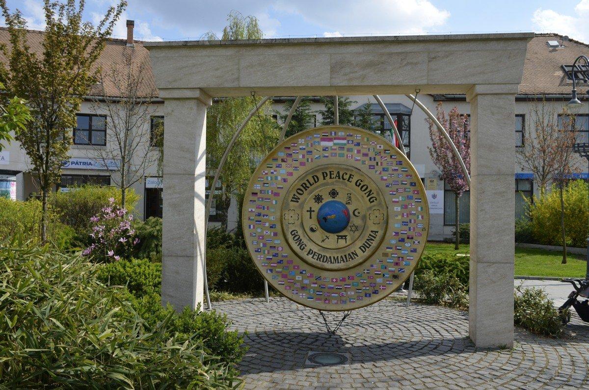 Weltfriedens-Gong in Gödöllö