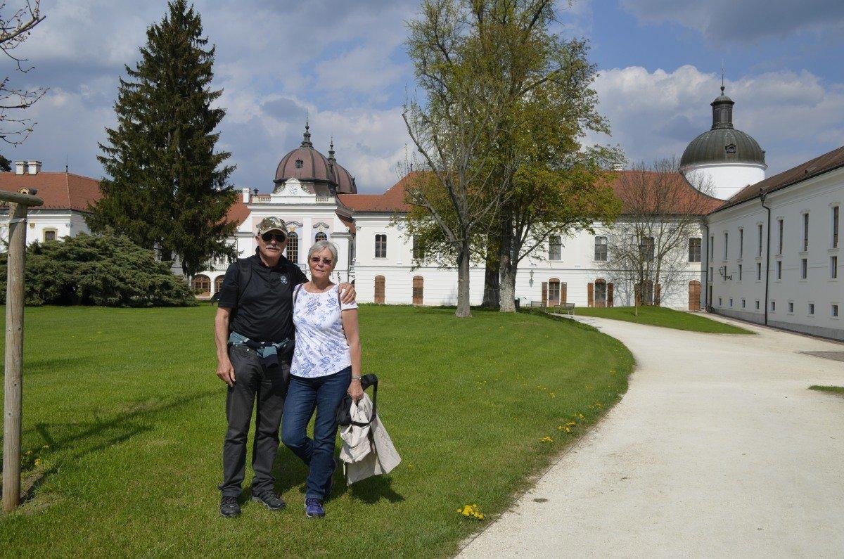 Wir vor dem königlichen Palais