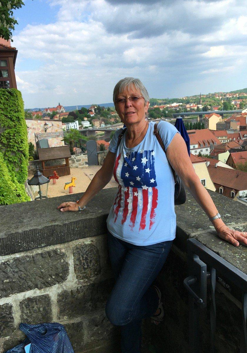 Anne auf der Burg hoch oben über Meissen