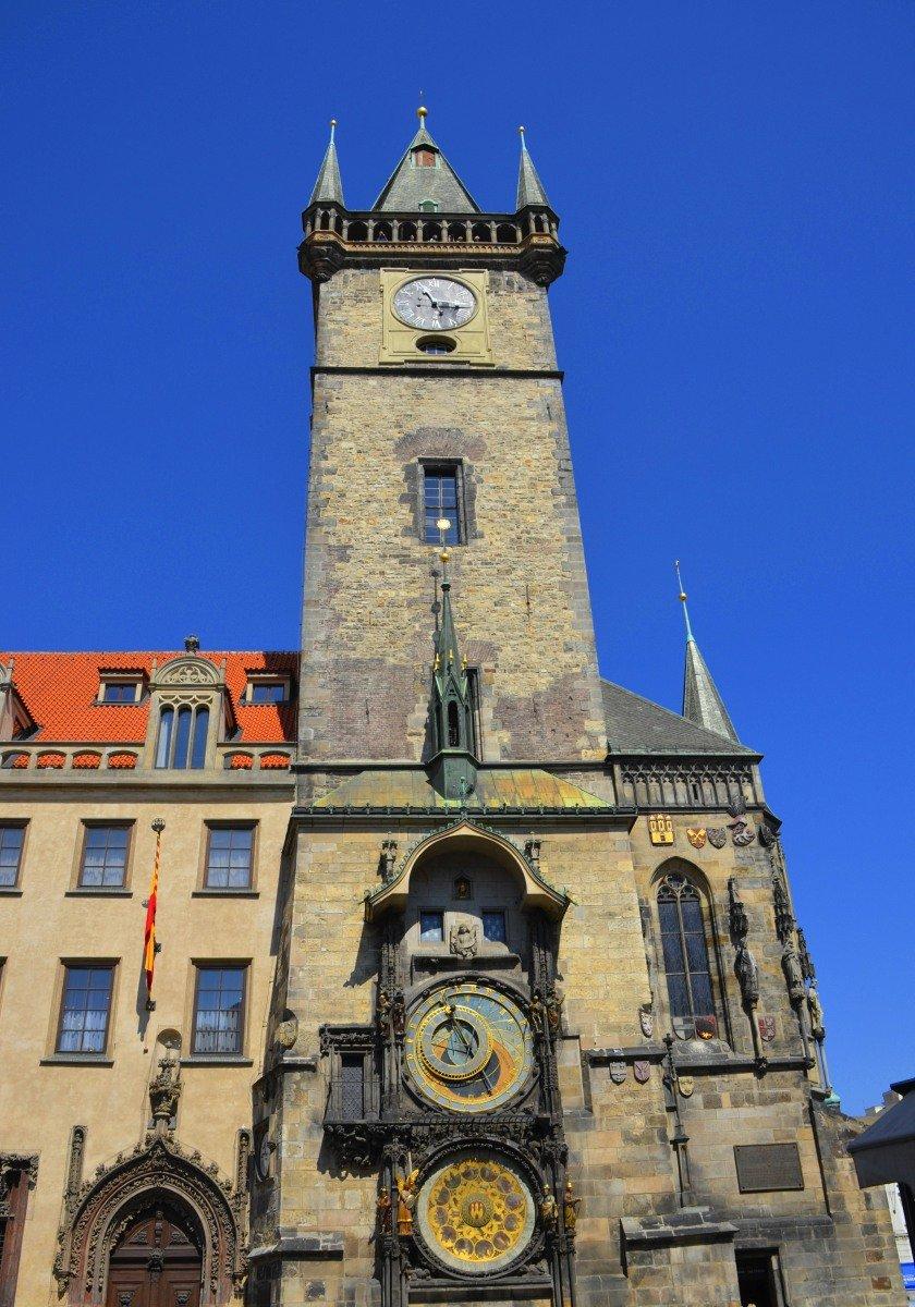 Astronomische Uhr und Namenstag-Scheibe am Alten Rathaus