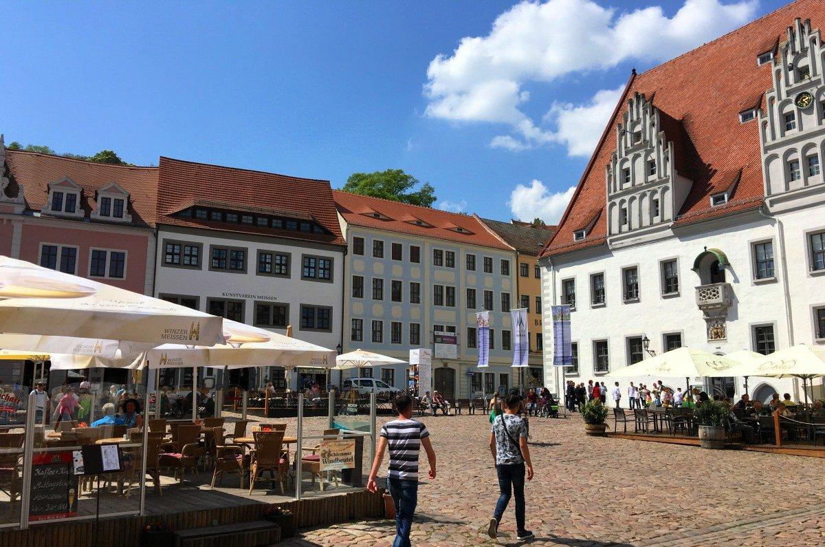 Marktplatz Meissen mit dem Rathaus (rechts)