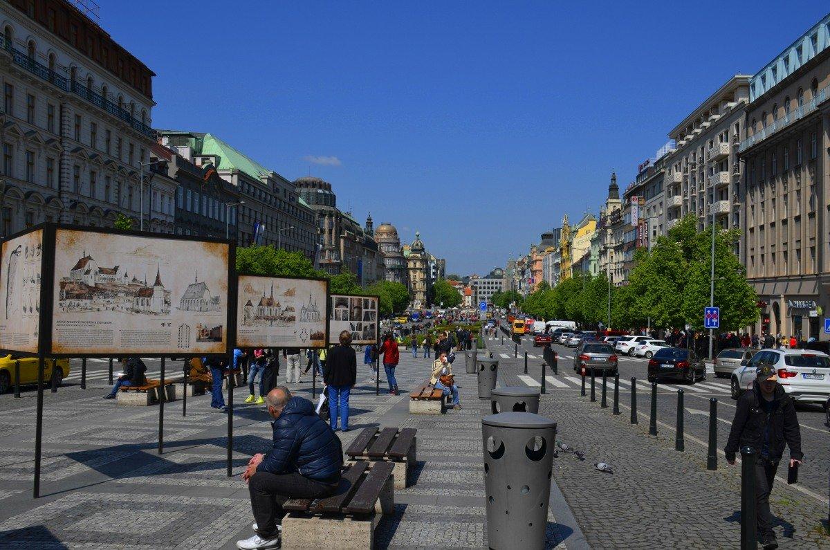 Wenzelsplatz mit den Informationstafeln
