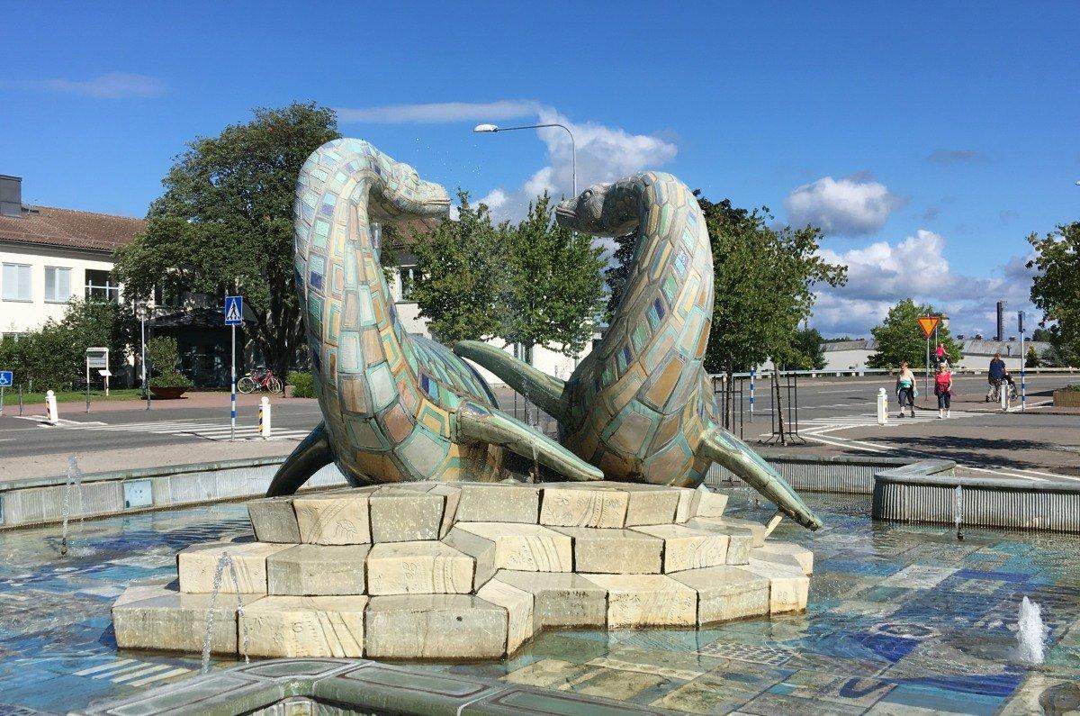 Dinosaurier-Brunnen aus Ifö Fliesen