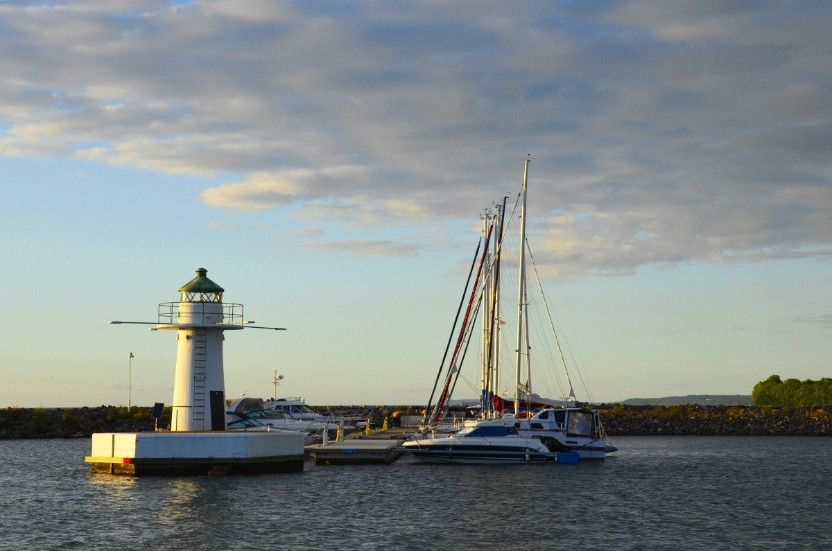 Leuchtturm bei der Hafeneinfahrt von Gränna Hafen