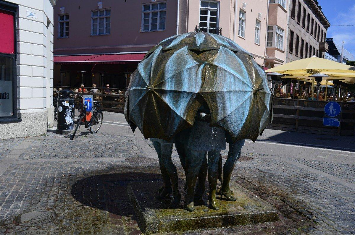 Witzige Statue in der Fußgängerzone in Trelleborg