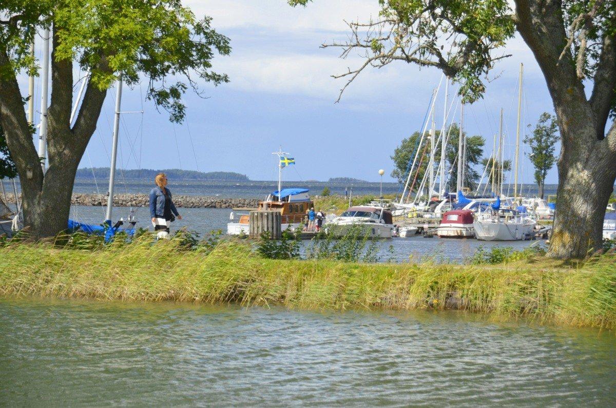 Diese Boote liegen im 1. Hafen auf See-Niveau