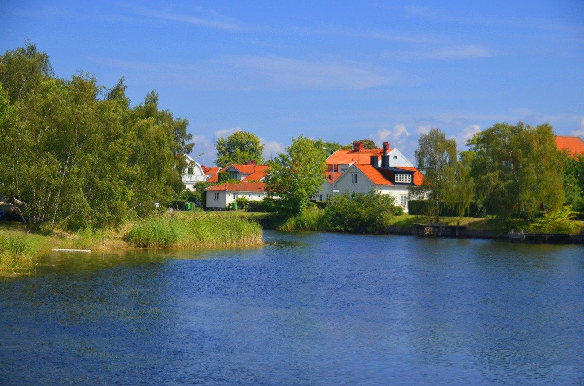 Hübsche Häuser am Wasser